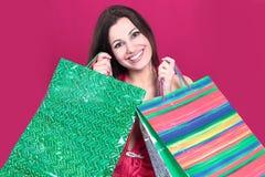 Belle femme avec des paniers pour des achats de Noël Photo stock