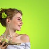Belle femme avec des verres de tequila photo libre de droits