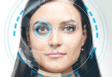 Belle femme avec l'interface de reconnaissance des visages photo stock