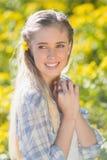 Belle femme avec la fleur dans les cheveux Image libre de droits