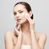 Belle femme avec la peau fraîche propre Photo stock