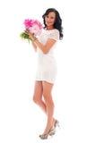 Belle femme avec le bouquet des pivoines image stock