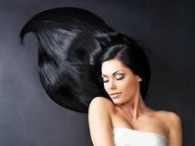 Belle femme avec le long cheveu droit Photo libre de droits
