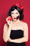 Belle femme avec le maquillage de Halloween image stock