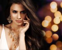 Belle femme avec le maquillage de soirée. Image stock