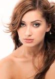 Belle femme avec le soufflement, cheveux onduleux Image stock
