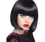 Belle femme avec les cheveux courts noirs coupe coiffure photographie stock libre de droits