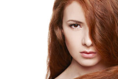 Belle femme avec les cheveux rouges Photo libre de droits