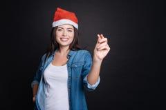 Belle femme avec plaisir célébrant Noël Image libre de droits