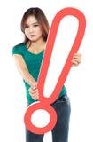 Belle femme avec une marque d'exclamation de signe Photographie stock libre de droits