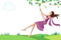 Belle femme balançant en parc Photo libre de droits
