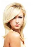 Belle femme blonde avec la coiffure de style Image libre de droits