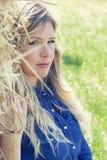 Belle femme blonde de fille de portrait propre naturel photo stock