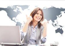 Belle femme d'affaires avec des pouces dans le bureau Image stock