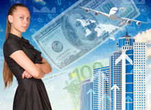 Belle femme d'affaires dans la robe avec les bras croisés Photographie stock libre de droits