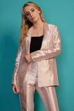 Belle femme d'affaires dans le costume d'isolement sur le fond Photographie stock libre de droits