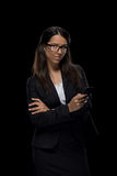 Belle femme d'affaires sûre à l'aide du smartphone Photo libre de droits
