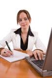 Belle femme d'affaires travaillant dans son bureau Images stock