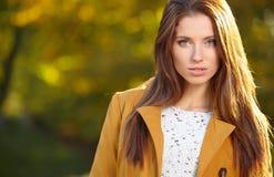 Belle femme d'automne photo libre de droits