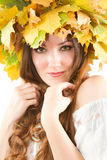 Belle femme d'automne. fermez-vous vers le haut de la verticale images libres de droits