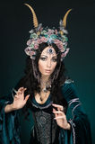 Belle femme d'elfe d'imagination dans la couronne de fleur Image libre de droits