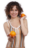 belle femme d'oranges Photo stock