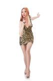 Belle femme dans la robe de léopard d'isolement sur le blanc Photo stock