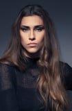 Belle femme dans la robe noire Photographie stock libre de droits