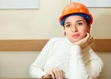 Belle femme dans le bureau entrepreneur photo libre de droits