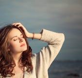 Belle femme dans Sunny Day Photographie stock