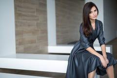 Belle femme Dark-Haired photographie stock