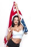 Belle femme de brune avec le drapeau des Etats-Unis Images stock