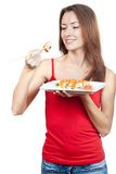 Belle femme de brune mangeant des sushi Photo libre de droits