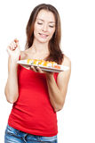 Belle femme de brune mangeant des sushi Photos stock