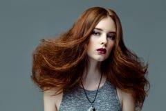 belle femme de coiffure de mode photo stock