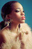Belle femme de couleur avec le rétro regard de type images libres de droits