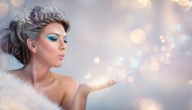 Belle femme de l'hiver photos libres de droits