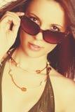 Belle femme de lunettes de soleil Photographie stock libre de droits