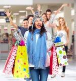 Belle femme de Noël d'achats avec des sacs Images stock