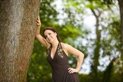 Belle femme de sourire de brunette Photographie stock libre de droits