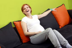 belle femme de sourire enceinte photographie stock libre de droits