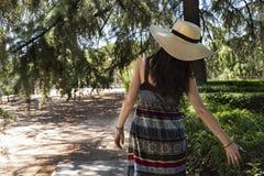 Belle femme de yyoung en parc photographie stock libre de droits