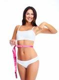 Belle femme en bonne santé avec une bande de mesure. photographie stock