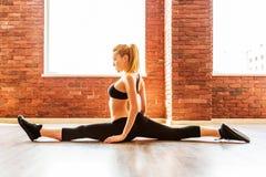 Belle femme en bonne santé de forme physique photographie stock