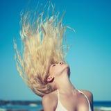 Belle femme en mer Photographie stock