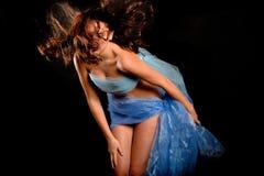 Belle femme en soie Photos libres de droits