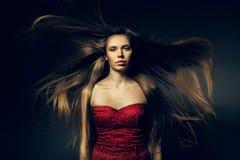 Belle femme et longs cheveux images libres de droits