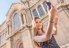 Belle femme faisant le selfie Images libres de droits