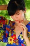 Belle femme gitane de brune dans les bois image libre de droits