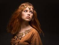 Belle femme habillée comme Amazone Photo libre de droits